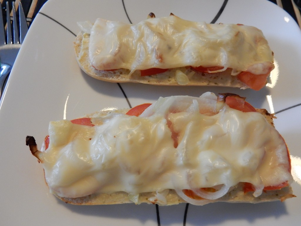 Baguette with union and cheese - Chez Bo